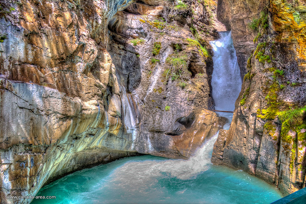 Водопад в Johnston Canyon